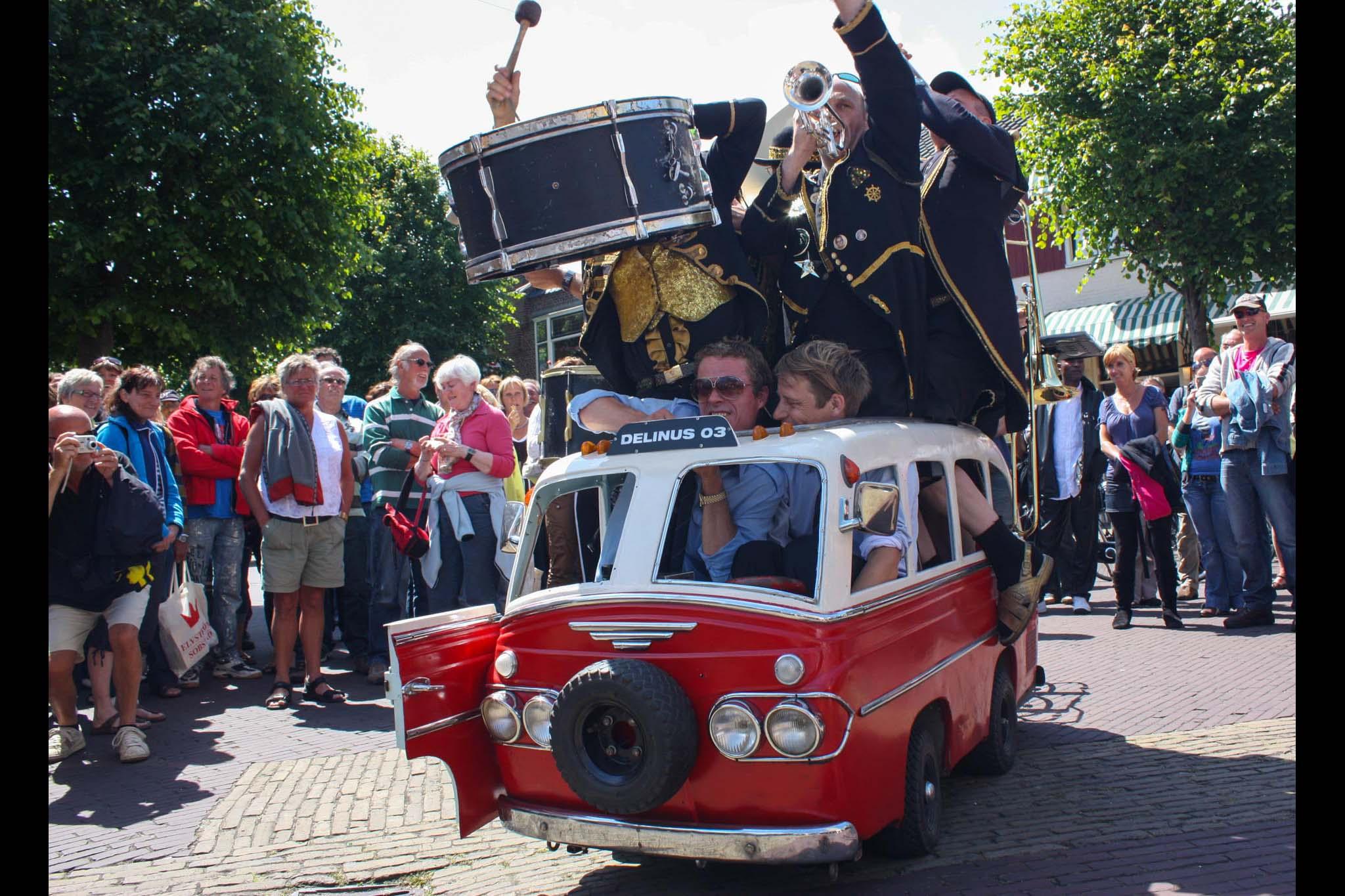 Oerol festival straattheater Delinus busje portfolio Wijgert-Jan van As