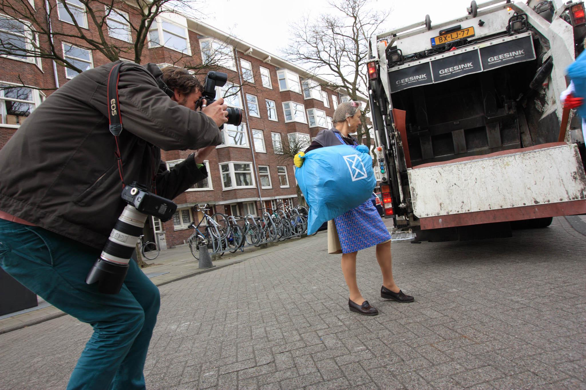 SeniorWeb_campagne vuilniszakken weggooien