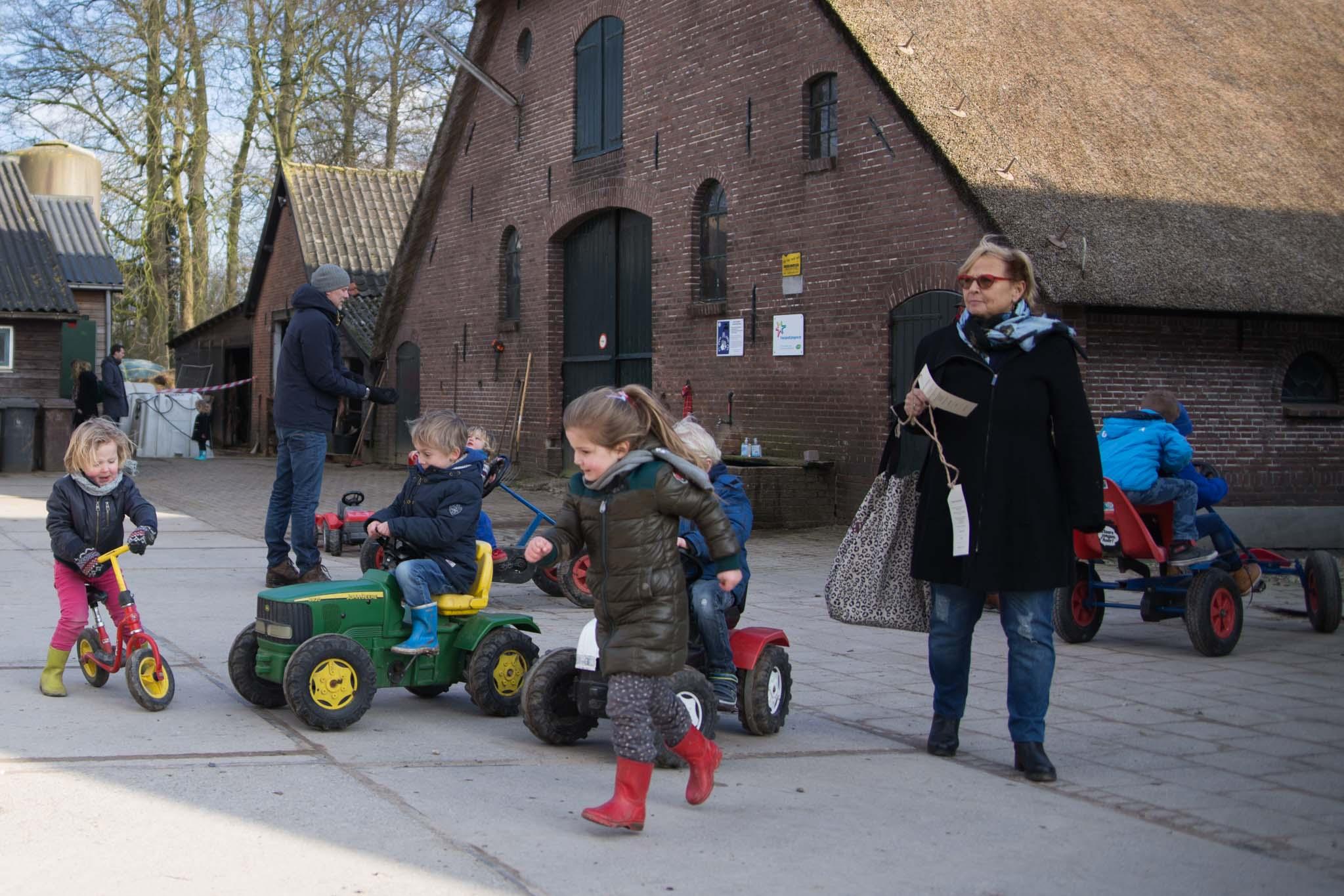 boerderij De Zonnewijzer Open dag buiten spelen