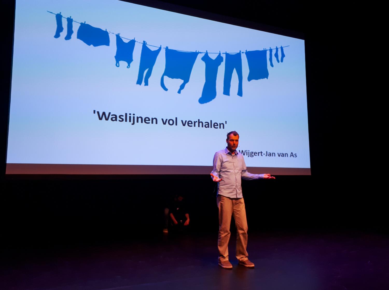 fotoproject 'Waslijnen vol verhalen' in het theater op het Podium Hoge Woerd