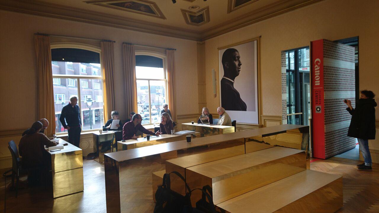 portfolio review fotoproject 'Waslijnen vol verhalen' in Museum Hilversum